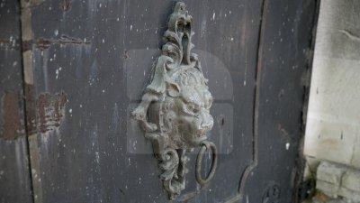 Indiferenţa distruge monumentele de arhitectură din Capitală. Zeci de clădiri istorice se risipesc pe zi ce trece (FOTOREPORT)