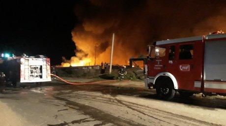 BREAKING NEWS: INCENDIU DEVASTATOR lângă autogara Strășeni. Flăcările au cuprins UN DEPOZIT și un parc de tractoare (VIDEO/FOTO)