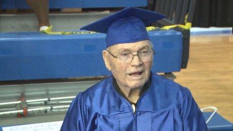 Niciodată nu este prea târziu să înveţi! Un veteran din SUA a absolvit școala la 91 de ani