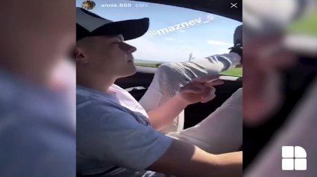 FIŢE DE ŞMECHER. Cum conducea un tânăr în miezul zilei pe o stradă de la Vadul lui Vodă (VIDEO)