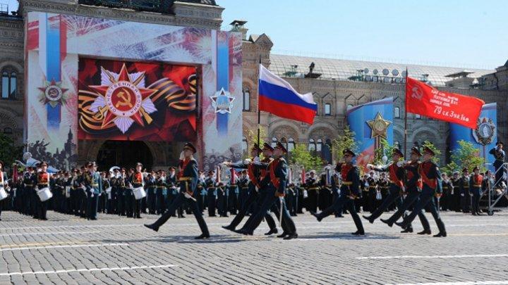 Paradă militară în Piaţa Roşie. Mii de soldaţi au defilat în centrul Moscovei de Ziua Victoriei