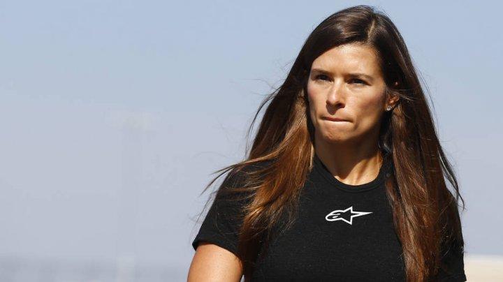 Cea mai de succes femeie din cursele auto, americanca Danica Patrick are propria statuie