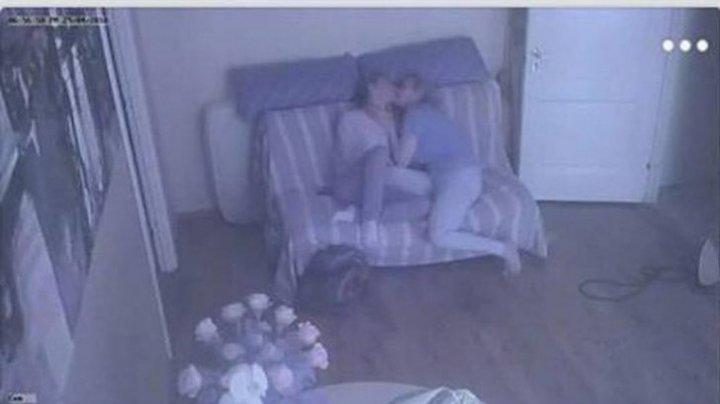 SCANDAL SEXUAL la un liceu din Moldova. Directoarea, dezbrăcată lângă iubitul elev (IMAGINI +18)