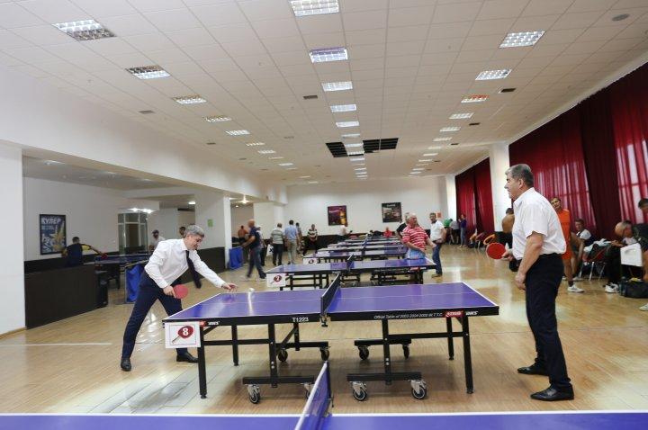 Peste 100 de veterani ai MAI și-au încercat puterile la tenis de masă (FOTO)