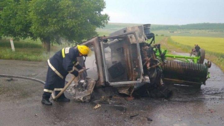 Un tractor a ars în întregime în apropiere de satul Congaz. Şoferul, cu ARSURI GRAVE la spital