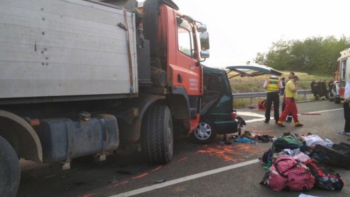 Șapte români au murit într-un ACCIDENT CUMPLIT în Ungaria. Microbuzul în care se aflau victimele făcut zob