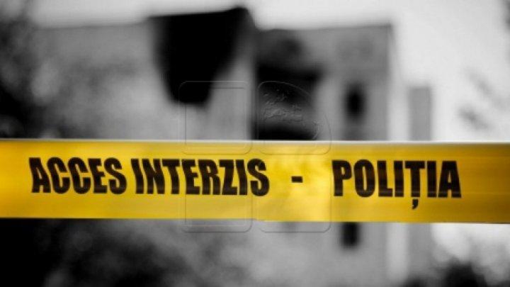 Crimă la Parcani. Un bărbat de 42 de ani a fost omorât în bătaie şi aruncat într-un grajd