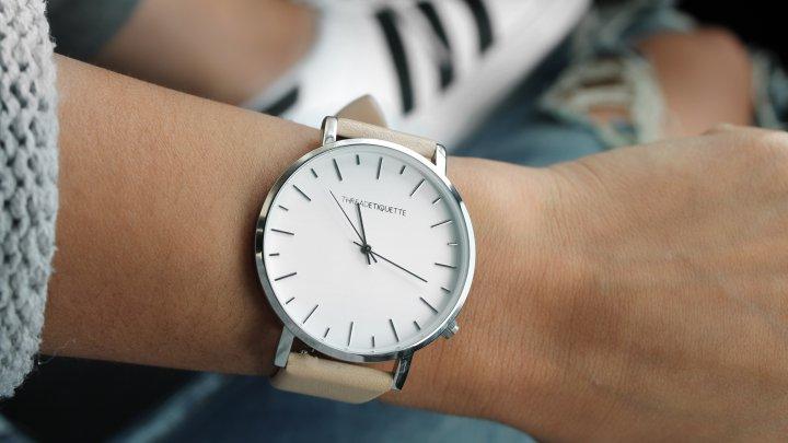 Elevii din Marea Britanie nu vor mai avea voie să poarte ceasuri în sălile de examen