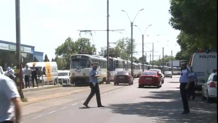ACCIDENT în Bucureşti! Două tramvaie s-au ciocnit violent. SUNT RĂNIŢI