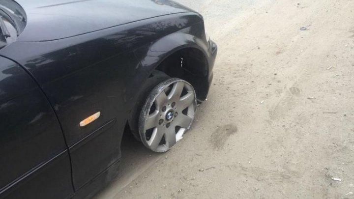 Un şofer beat, prins de poliţişti când circula fără o anvelopă. Ce a răspuns bărbatul