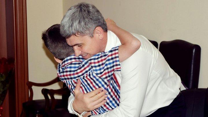 Alexandru Jizdan: Familia - oameni care ne iubesc, ne petrec și ne așteaptă, iar îmbrățișările lor ne dau puteri