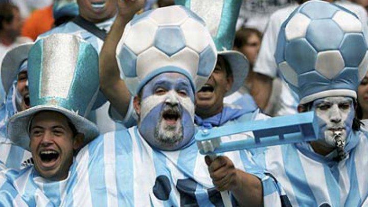"""Suporterii argentinieni, pregătiţi de Campionatul Mondial de fotbal. Au lansat un ghid de """"AGĂŢAT"""" rusoaice"""
