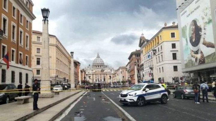 Alertă cu bombă într-o bancă de lângă catedrala San Pietro din Roma. Un palat pontifcal a fost evacuat