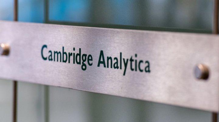 Cambridge Analytica se închide, după scandalul furtului de date de la Facebook