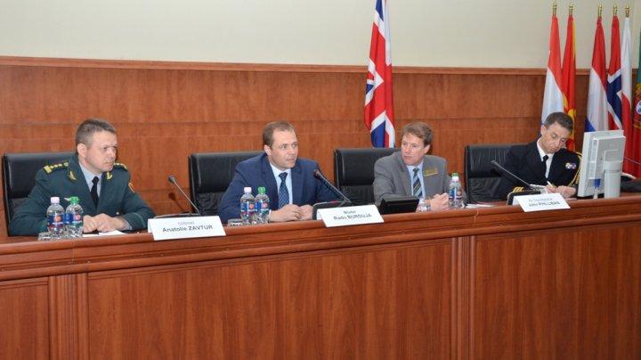 Un grup de studenţi ai Colegiului Regal pentru studii de Apărare din Marea Britanie, în vizită de studiu la Ministerul Apărării