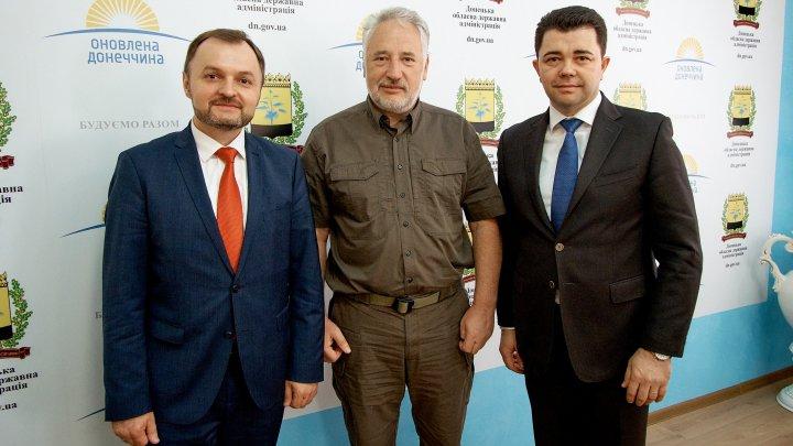 Întrevederea ambasadorilor Republicii Moldova de la Kiev și Viena cu șeful administrației militaro-civile din regiunea Donețk