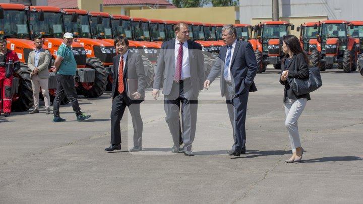 Moldova a primit 106 tractoare în valoare de 4,5 milioane de dolari din partea Japoniei (FOTOREPORT)