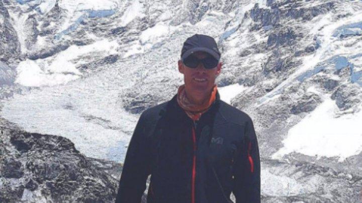 Un alpinist a cucerit cele mai înalte piscuri de pe şapte continente în doar 117 zile