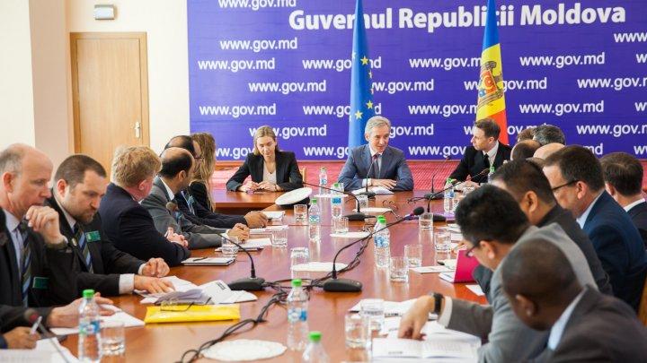 Problemele de securitate națională, discutate de vicepremierul Iurie Leancă și delegația Colegiului Regal pentru Studii de Apărare
