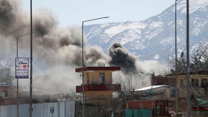 Cel puţin 12 membri ai forţelor de securitate afgane au fost ucişi în atacuri ale talibanilor