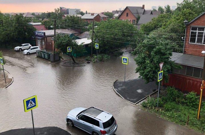 O ploaie puternică a făcut prăpăd în regiunea Krasnodar din Rusia
