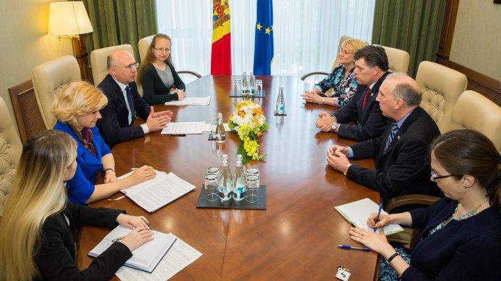 """""""Trebuie să facem reforme în toate domeniile!"""" Proiectele realizate în Moldova cu sprijinul SUA, discutate de Pavel Filip și Brock Bierman"""