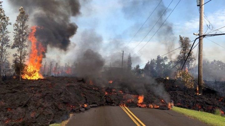 Noi evacuări în Hawaii. Scurgerile de lavă continuă să facă ravagii în estul Insulei Mari