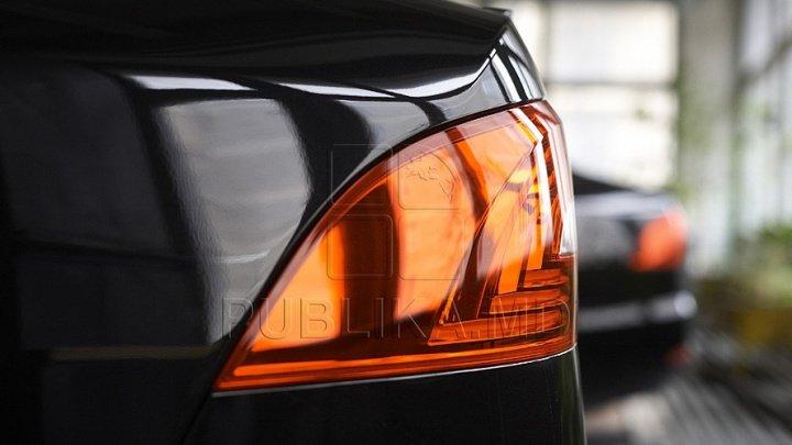 Ca la el acasă! Cum și-a parcat mașina de lux un șofer din Capitală (FOTO)