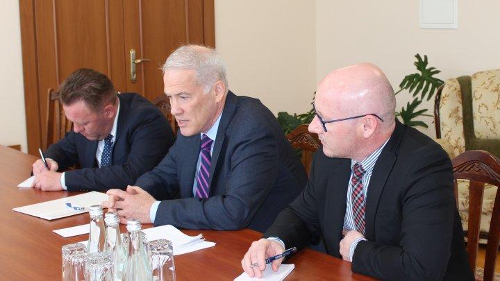 Cristina Lesnic s-a întâlnit cu șeful Misiunii OSCE în Republica Moldova Michael Scanlan