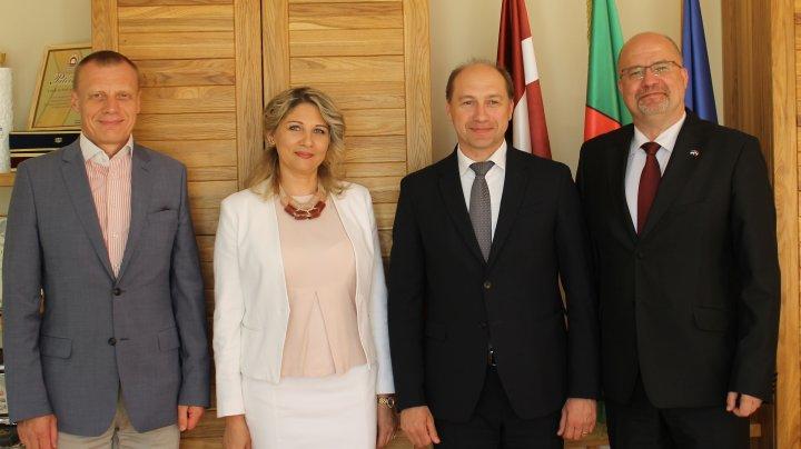 Oportunitățile de cooperare a localităților din Moldova, Estonia și Letonia discutate de șefii misiunilor diplomatice cu autoritățile publice locale