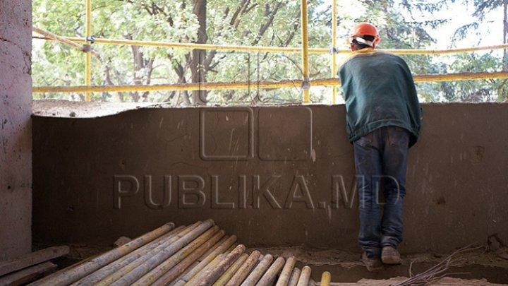 Lucrările de construcţie de pe strada Eugen Coca din Capitală, OPRITE de Primărie