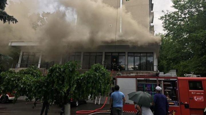 INCENDIU în sectorul Râşcani al Capitalei! Flăcările au cuprins o clădire de birouri aflată în construcţie (FOTO/VIDEO)