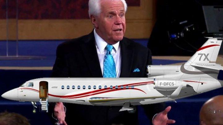 Un predicator le cere adepților să-l ajute să-și cumpere al 4-lea avion: Isus n-ar merge călare pe un măgar