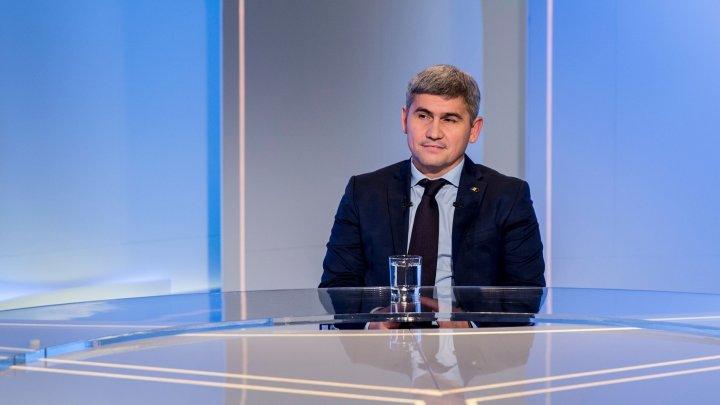 Ministrul de Interne, DEZVĂLUIRI DE SUFLET de la întâlnirea cu BĂIATUL EROU din Sireţi: Ar trebui să învăţăm de la mama lui cum să trăim în Moldova