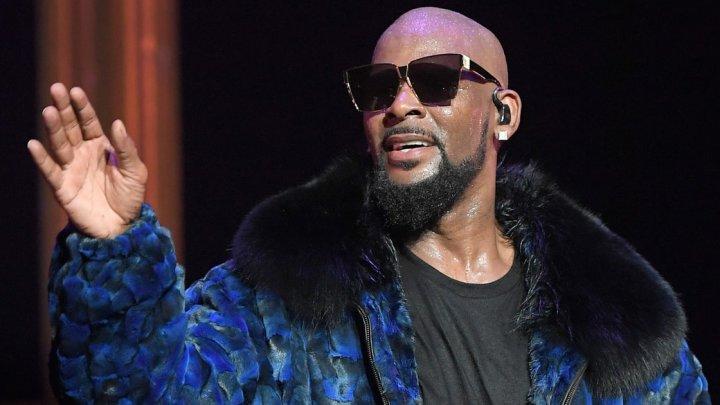R. Kelly a fost iarași arestat. Rapperul a fost reţinut pentru pornografie infantilă