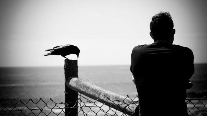 STUDIU: Singurătatea este mai periculoasă pentru sănătate decât obezitatea