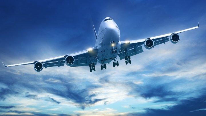 GROAZNIC! Geamul unui avion cu 211 de persoane la bord s-a spart în timpul zborului