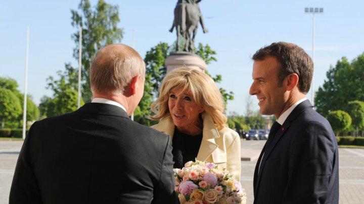 Emmanuel Macron în vizită în Rusia. Despre ce urmează să discute președintele francez și Putin (FOTO)