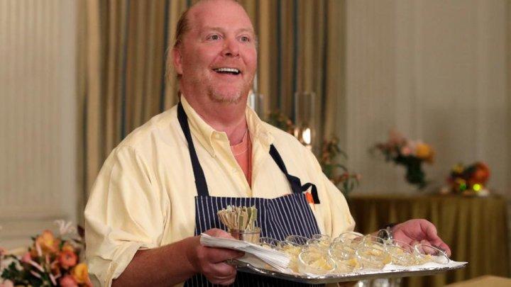 Unul dintre cei mai bogaţi maeştri bucătari din lume este acuzat de hărţuire sexuală