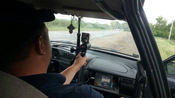 ATENŢIE, şoferi! Mai multe maşini cu radar pe drumurile naţionale. Poliţia: Ţinem la tine și la familia ta