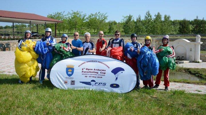 Competiţie inedită în Găgăuzia. Paraşutişti din nouă ţări au luptat pentru Cupa Est-Europeană şi a localităţii Avdarma