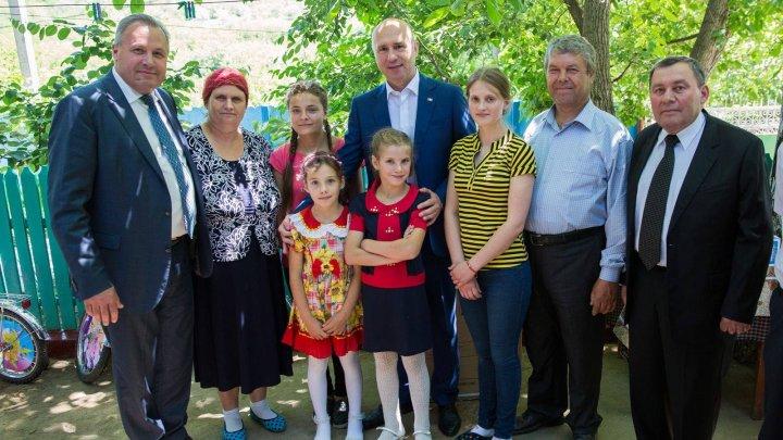 Pavel Filip, de Ziua Familiei: Ne dorim familii fericite aici, acasă
