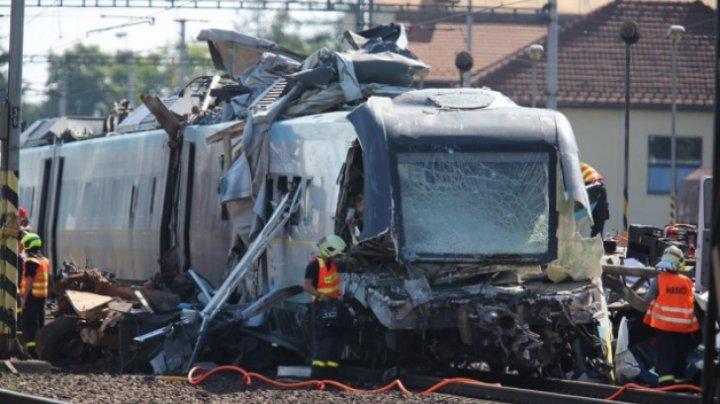 ACCIDENT FEROVIAR între 2 trenuri: 14 oameni au fost răniţi, printre care şi copii