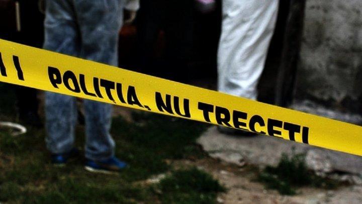 TRAGEDIE ÎN CAPITALĂ. Un tânăr a murit după ce a căzut de la etajul 13 al unui bloc din Buiucani (FOTO)