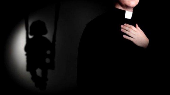 A trăit ani la rând în chin. Povestea femeii care în copilărie a fost violată de un preot