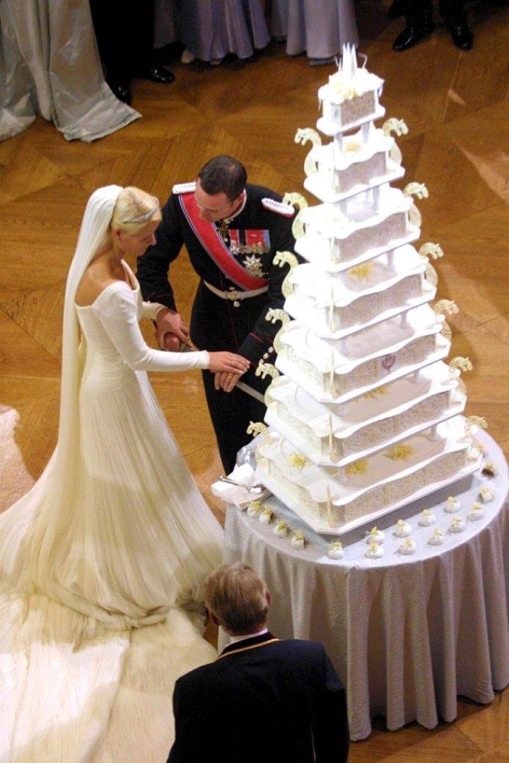 Cele mai spectaculoase rochii purtate la nunțile regale din lume (FOTO)