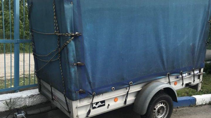 Un moldovean a împrumutat o remorcă pentru a-și aduce lucrurile în țară. Surpriza neplăcută de la Vamă