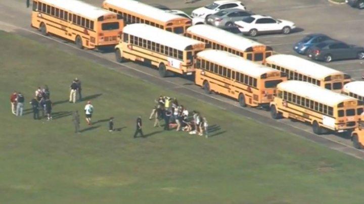 Un nou atac armat într-un liceu din Statele Unite. Elevii au început să-și fugă din clase