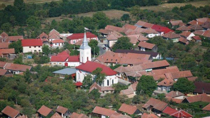 Condiții ca la oraş. Satul din România care seamănă cu o așezare bavareză (VIDEO)