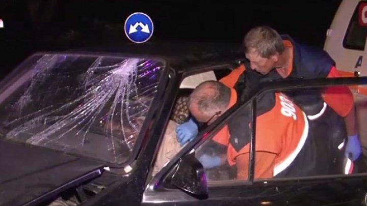 ACCIDENT pe şoseaua Leuşeni. Un bărbat a intrat într-o maşină, după ce a pierdut controlul asupra volanului (VIDEO)